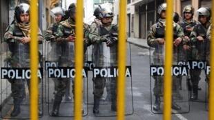 Cordon policier aux abords du Congrès à Lima, le 1er octobre 2019.