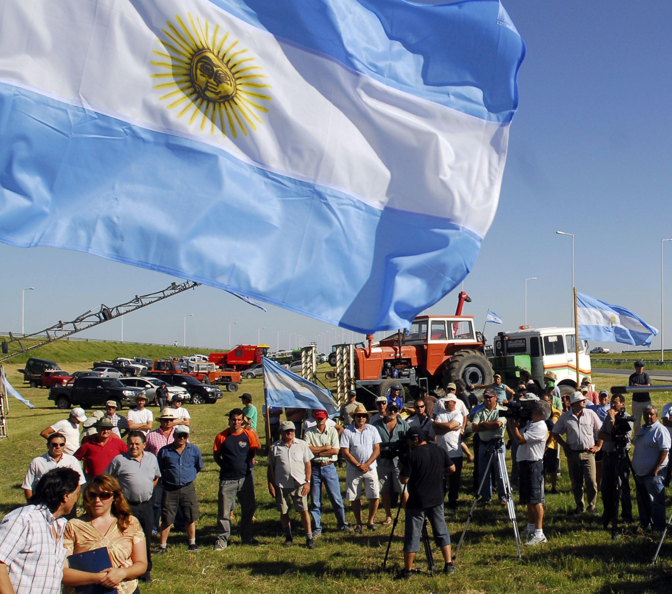 Des agriculteurs argentins près de l'autoroute entre Cordoba et Rosario, le 17 janvier 2011. Rosario est le principal port exportateur de l'Argentine.