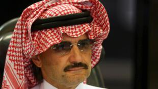 شایعۀ بازداشت ولید بن طلال، شاهزادۀ میلیاردر، باعث سقوط سهام شرکتهای او شد