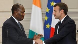 امانول ماکرون، رئیس جمهوری فرانسه و آلاسان واتارا، رئیس جمهوری ساحل عاج.