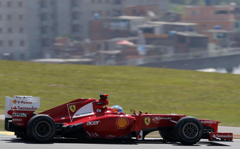 El piloto Fernando Alonso en el circuito de Interlagos, este 23 de noviembre de 2012.