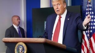 Donald Trump donne une conférence de presse sur l'état du pays face à la pandémie de coronavirus, le 10 août à la Maison Blanche.