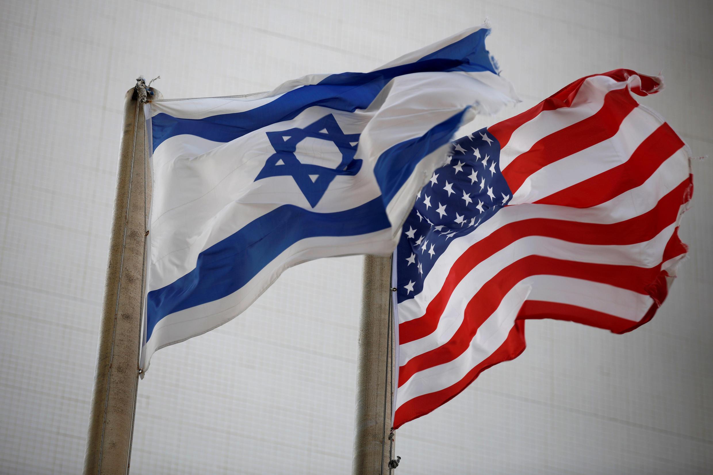 Cờ Mỹ và Israel trước đại sứ quán Hoa Kỳ tại Tel Aviv, ngày 05/12/2017