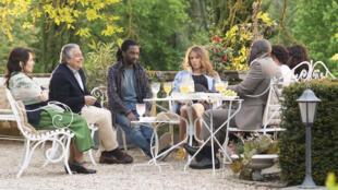 Chantal Lauby, Christian Clavier, Élodie Fontan, Noom Diawara, Pascal NZonzi dans « Qu'est-ce qu'on a encore fait au Bon Dieu », réalisé par Philippe de Chauveron.