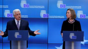 Mahmoud Abbas na Federica Mogherini katika mkutano wao na waandishi wa habari  Brussels Jumatatu 22 Januari 2018.