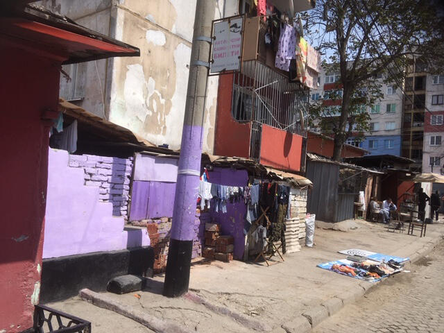 Le petit marché de Stolipinovo, le plus grand ghetto rom d'Europe.