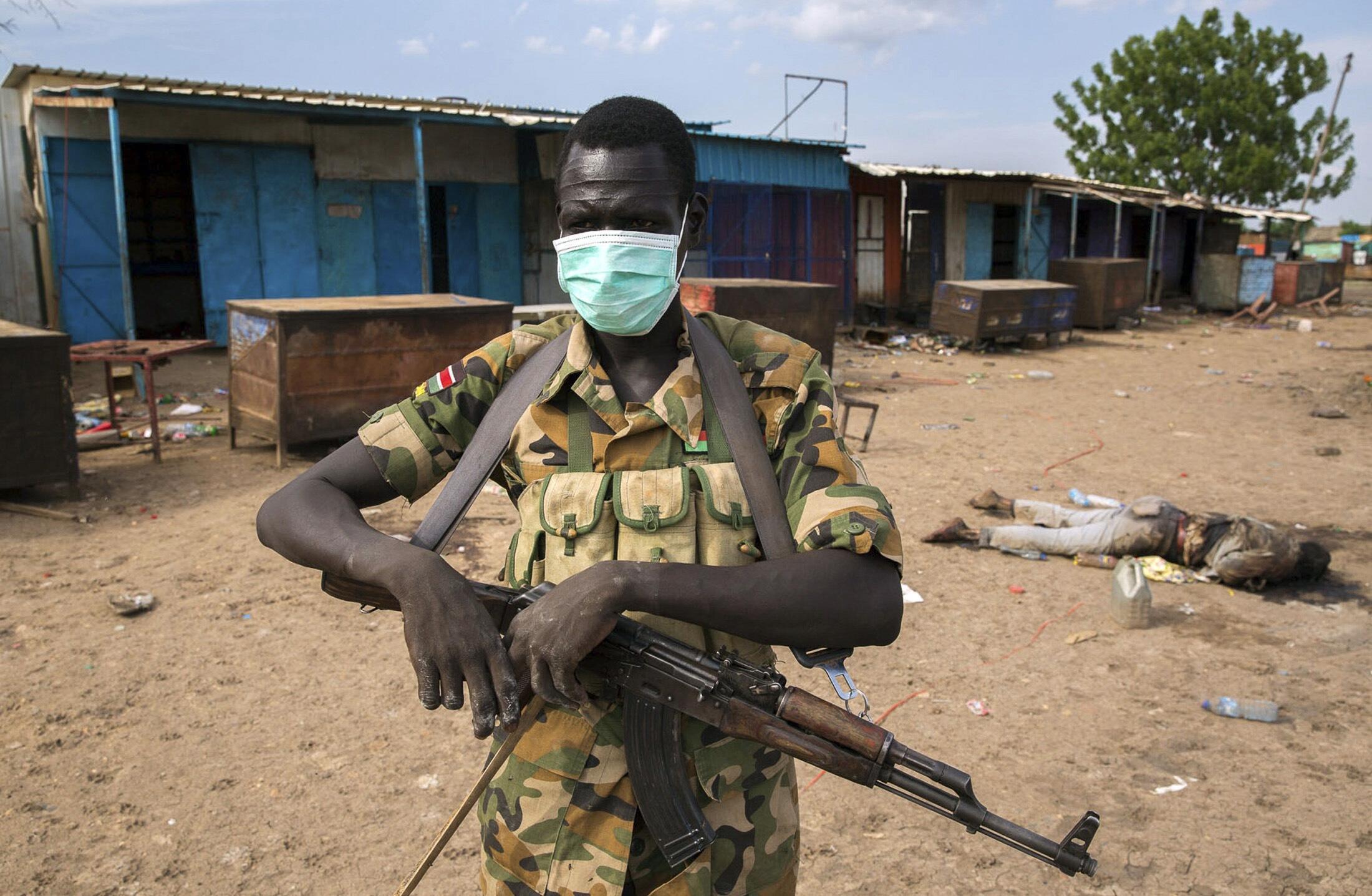 Mpiganaji wa kundi la waasi linaloongozwa na Riek Machar, katika mji wa Bentiu, Sudani Kusini.