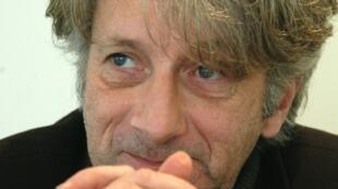 """O escritor francês Patrick Deville, vencedor do prêmio Femina por """"Peste & Choléra""""."""