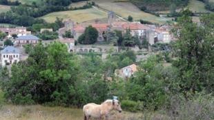 Le village de Sainte Eulalie sur le plateau du Larzac, au sud du département de l'Aveyron.