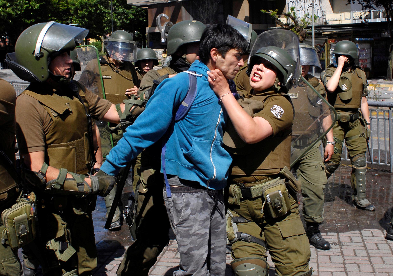 A polícia chilena é acusada do uso excessivo de força para conter manifestantes.