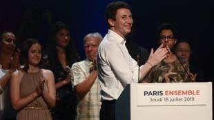 Un millier de personnes, dont des ministres et cadres du parti LaREM, se sont rassemblées jeudi soir dans un théâtre parisien pour soutenir Benjamin Griveaux.