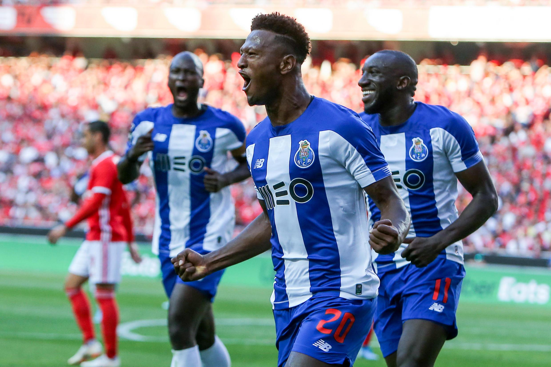 Zé Luís (no centro), avançado cabo-verdiano do FC Porto.