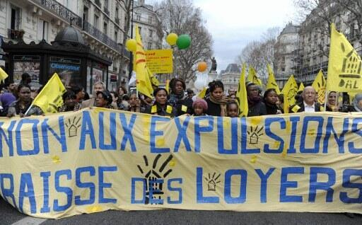 Демонстрация против принудительного выселения в Париже.
