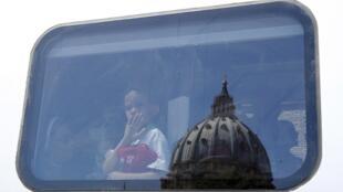 La «banque des papes» a longtemps échappé à toute forme de règles.