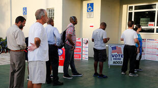 Cảnh cử tri Mỹ xếp hàng bỏ phiếu giữa nhiệm kỳ. Ảnh tại Deerfield Beach, Florida, ngày 06/11/ 2018.