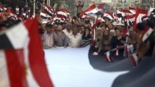 Opositores al gobierno de Morsi, el 1° de julio de 2013 frente al Palacio Presidencial en El Cairo.