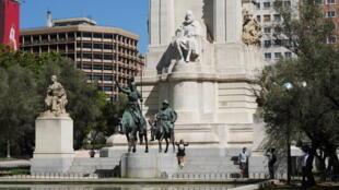 Памятник Сервантесу и его героям в Мадриде на площади Испании