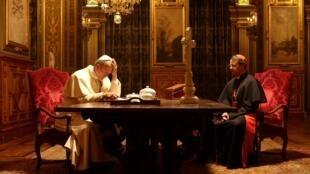 Dans ce téléfilm, le rôle de Jean-Paul II est tenu par Aurélien Recoing et celui du cardinal Lustiger, par Laurent Lucas.