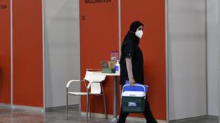 Ensayos en Manama de la vacuna china Sinopharm, finalmente aprobada en noviembre para personal sanitario en Baréin, que registra más de 87.000 casos de covid-19, de los cuales 341 fallecieron