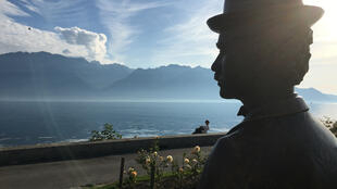 La statue de Charlot, quai Perdonnet à Vevey, au bord du lac Léman en Suisse.