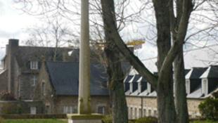 Muchos adeptos acuden al silencio del retiro espiritual en la  Charité de Tressaint, en Côtes d'Armor (oeste de Francia).