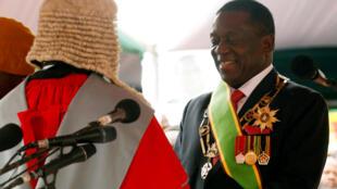 姆南加古瓦今天11月24日宣誓就職擔任津巴布韋新總統