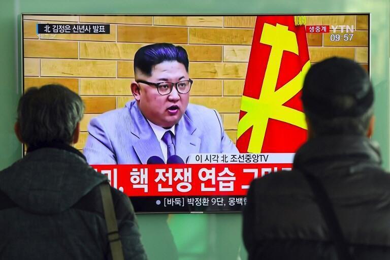 O Presidente da Coreia do Norte, Kim Jong-Un  durante a apresentação dos  votos  de Ano Novo aos  norte-coreanos. 31 de Dezembro de 2017