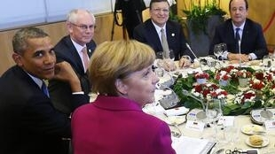 Участники саммита G7 за обеденным столом, Брюссель, 4 июня 2014 г.