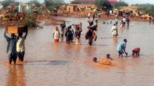La ville d'Agadez dans le nord du Niger, le 2 septembre 2009, lors d'une inondation précédente.