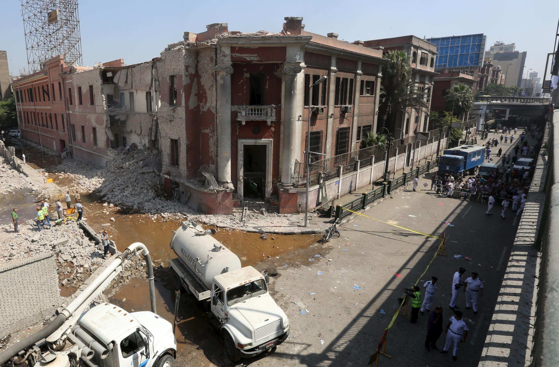 Здание консульства Италии в Каире, частично разрушенное взрывом, 11 июля 2015 г.