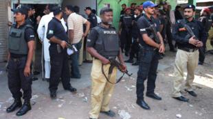 Cảnh sát Pakistan tại thành phố Karachi, thủ phủ kinh tế của Pakistan.