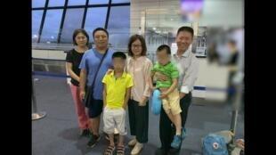 陳建剛一家人和傅希秋牧師在東南亞一國機場2019年8月3日