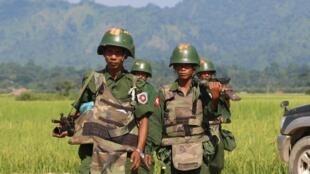 Ảnh minh họa: Quân đội Miến Điện tuần tra tại một làng ở Maungdaw, bang Rakhine ngày 21/10/2016.