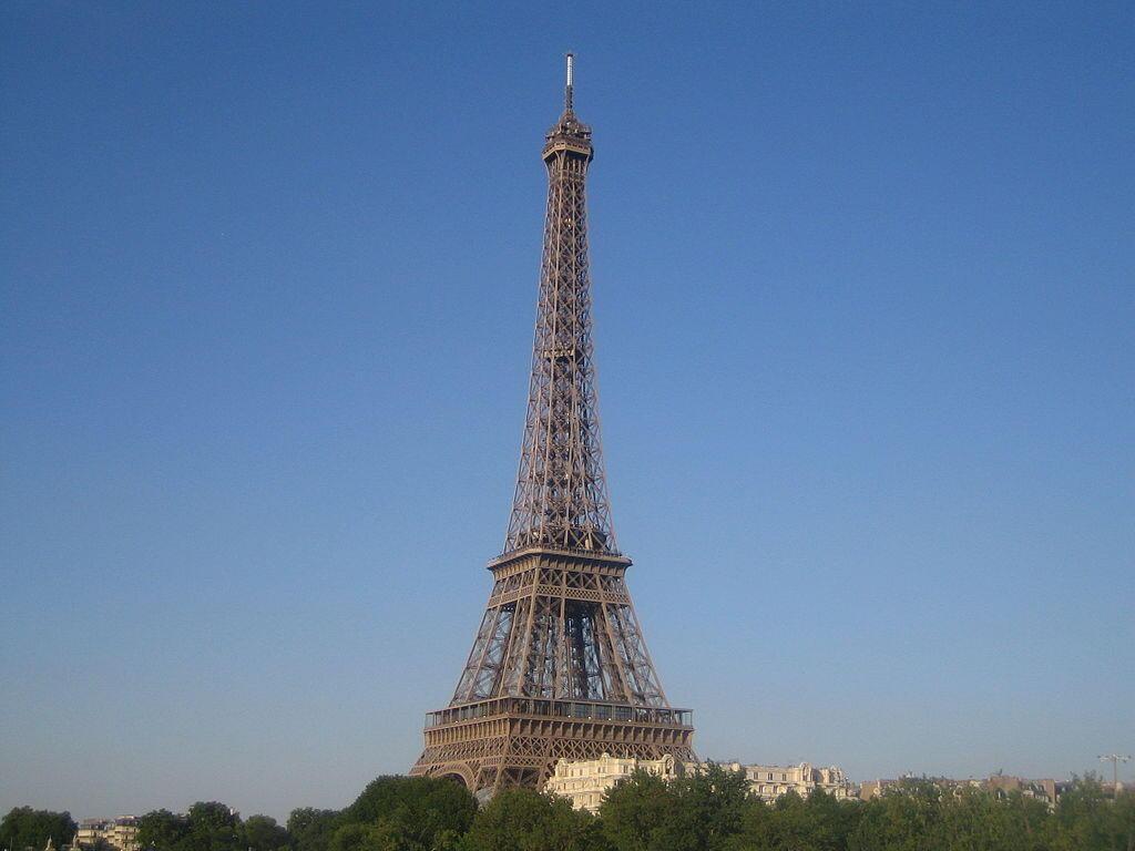 Tháp Eiffel niềm tự hào của nước Pháp.
