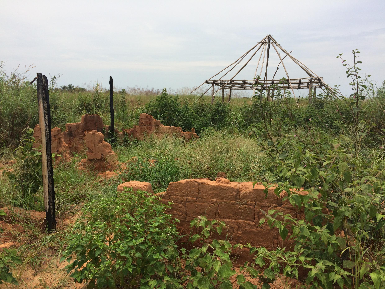 La maison du chef Kamuina Nsapu dans le village du même nom. Totalement détruite après l'attaque de l'armée qui a entraîné sa mort en août dernier.