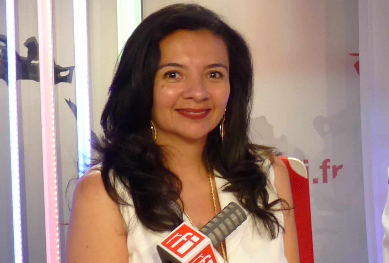 La curadora colombiana Adriana Silva en RFI