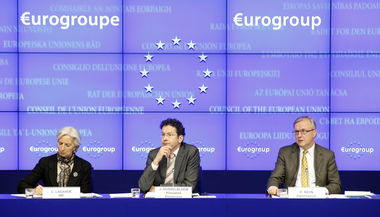 Chipre e Eurogrupo chegam a acordo. Da esquerda para direita: a diretora do FMI, Christine Lagarde,o presidente do Eurogrupo, Jeroen Dijsselbloem e Olli Rehn, comissário europeu para os Assuntos Econômicos.