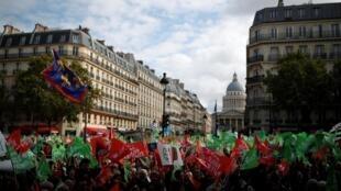 6 октября в Париже прошла первая манифестация протектсов против законопроекта о биоэтике