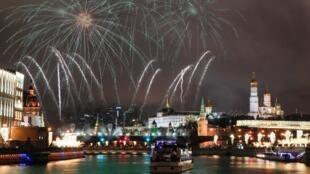 Pháo hoa đón mừng năm mới 2020 tại Mátxcơva, Nga.