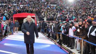 Tổng thống Nga Vladimir Putin đến dự một cuộc mít tinh ủng hộ ông ra tranh cử, tại sân vận động Luzhniki ở Mátxcơva, ngày 03/03/2018.