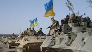 Soldados ucranianos perto de Slaviansk.