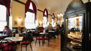 Le café Griensteidl, un des premiers cafés littéraires de Vienne a ouvert ses portes en 1847.