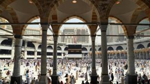 Quase dois milhões de fiéis, sendo 1,5 milhão de estrangeiros, vão orar na grande mesquita da Meca durante a peregrinação de 2016, que começa neste sábado 10 de setembro de 2016.