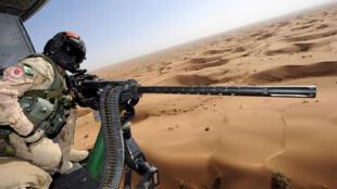 Un militaire canadien à bord d'un hélicoptère «Griffon» lors d'un exercice de survol en Afghanistan (image d'illustration).