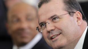 O presidente do BC brasileiro, Alexandre Tombini, participou da reunião do BIS na Suíça.