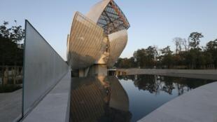 由美加著名建築師Frank Gehry設計的路易威登基金會現代藝術中心外形。