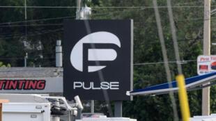 Boate Pulse isolada pelos cordões policiais neste domingo