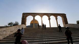 Homens com menos de 50 anos estão proibidos de entrar na Esplanada das Mesquitas nesta sexta-feira (28).