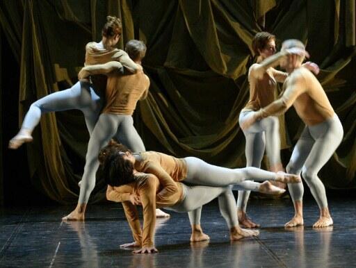 """Vở múa """"Biped"""", một trong những tác phẩm xuất sắc của Merce Cunningham, được diễn tại Budapest năm 2006"""