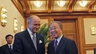 Après avoir rencontré hier après-midi le conseiller d'Etat chinois Dai Bingguo, Laurent Fabius s'est rendu mardi 10 juillet à l'université d'aéronautique de Pékin.